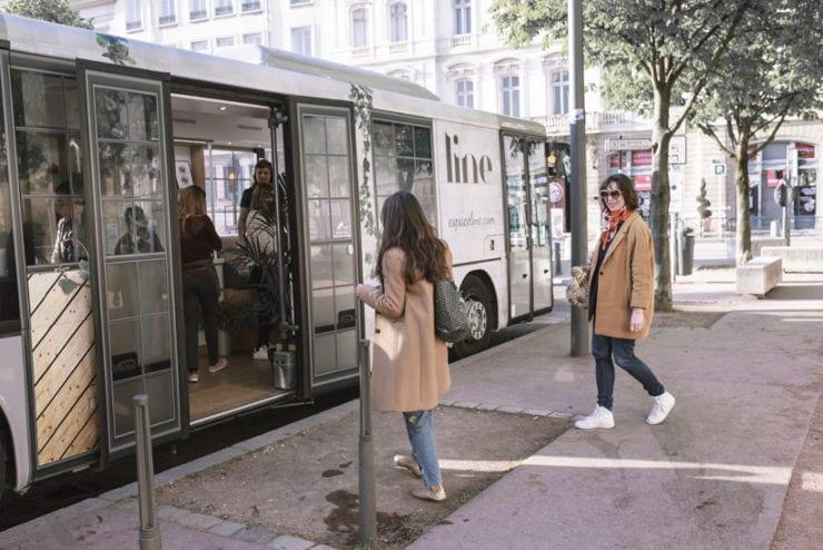 Espace-LINE-showroom mobile-extérieur